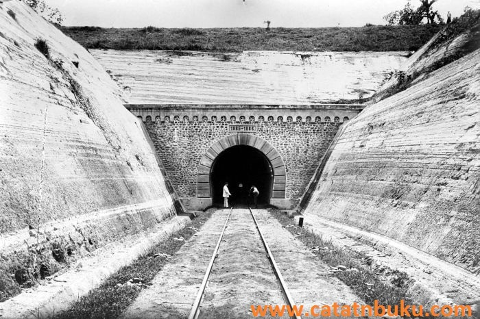 Kisah Mistis Terowongan Kereta Api Ijo