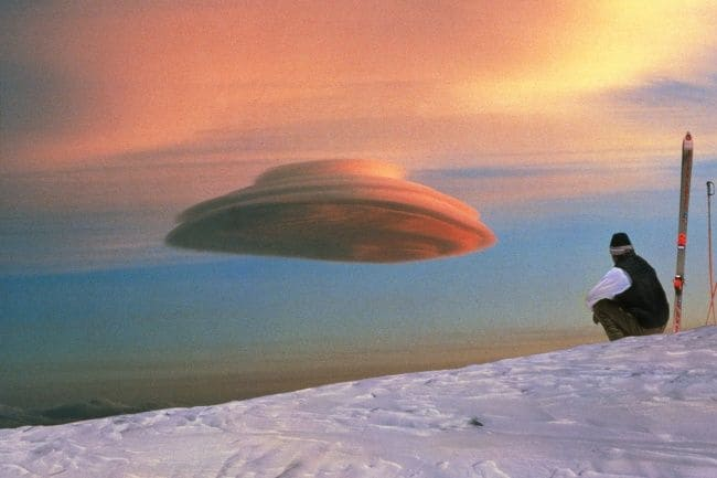 Formasi awan yang membentuk UFO.