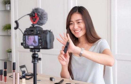 Tuliskan langkah-langkah sederhana untuk membuat video ...